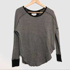 Aritzia TNA lightweight knit sweater top size XS
